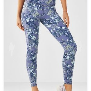 Fabletics Limited Edition Legging Linear Lily